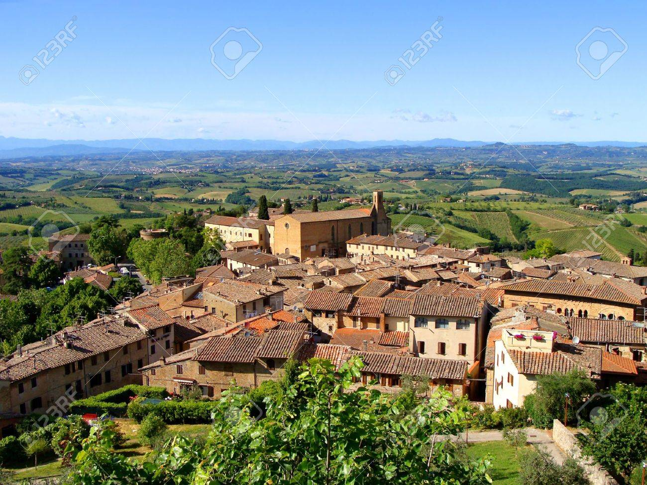 View of a hill town and Tuscan countryside Stock Photo - 9274291