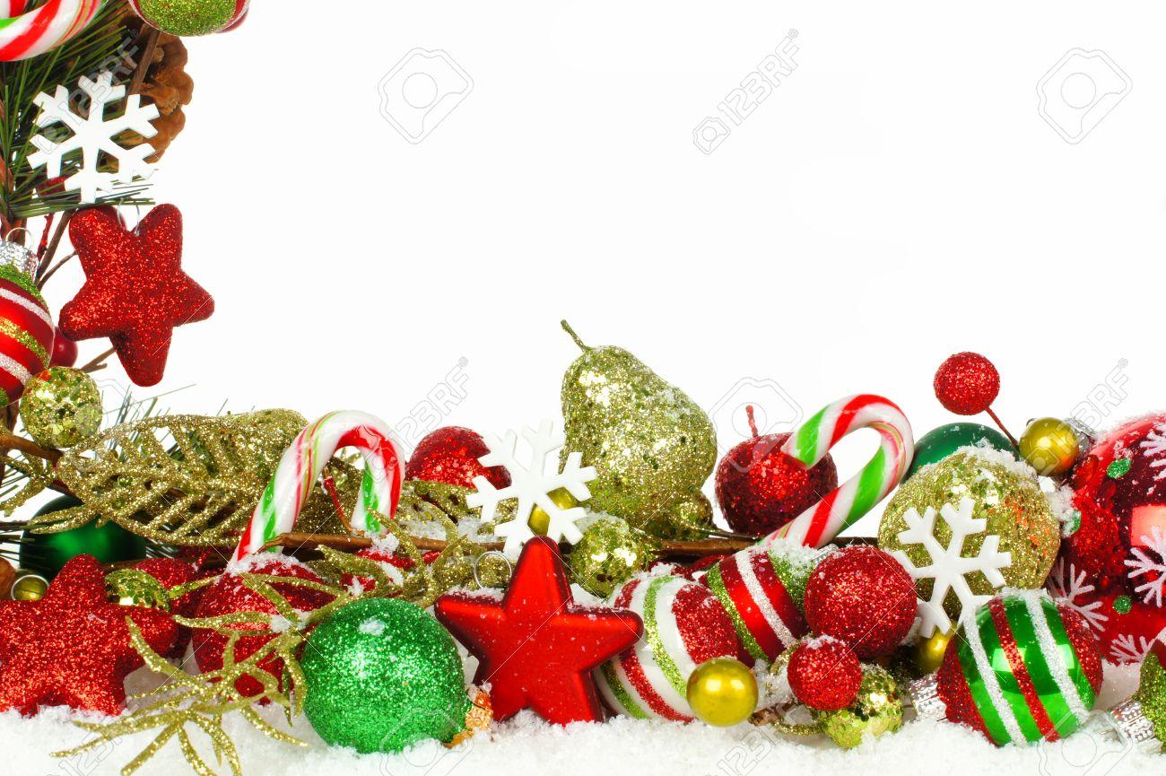 Image Bordure Noel.Noel Coin Bordure De Branches Avec Des Ornements Rouges Et Vertes Dans La Neige