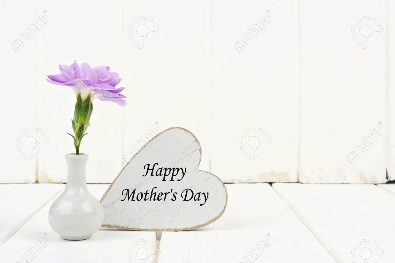 Glücklicher Mutter Tag Tag Mit Kleinen Vase Und Einzigen Lila Nelke