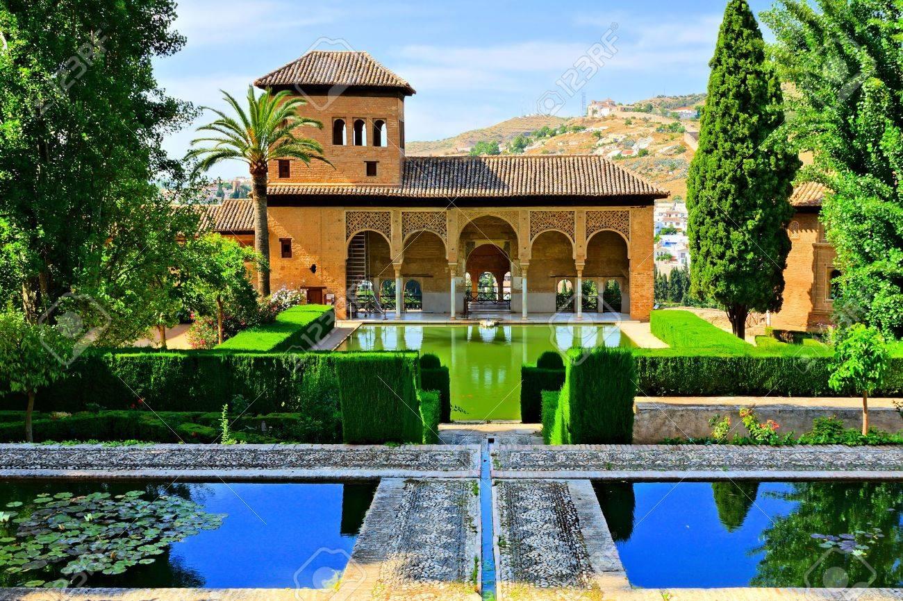 foto de archivo jardines del palacio del partal en la alhambra granada espaa - Jardin De L Alhambra