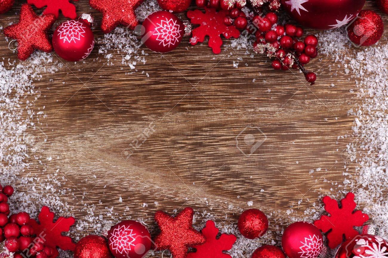 Ornamento De Navidad Rojo Doble Borde Con Marco De Nieve Sobre Un ...