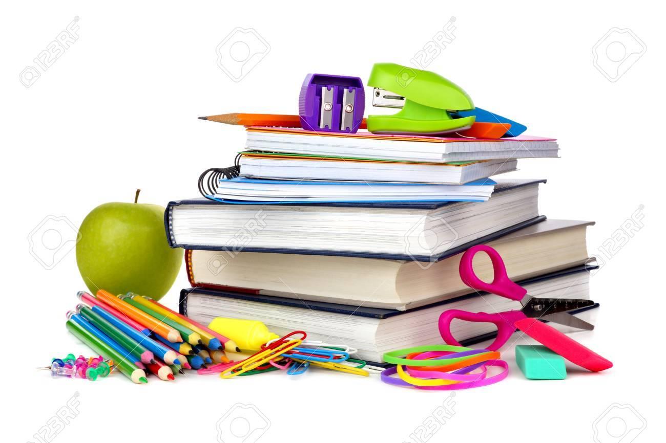 Stapel Von Büchern Und Schulmaterial Auf Einem Weißen Hintergrund ...