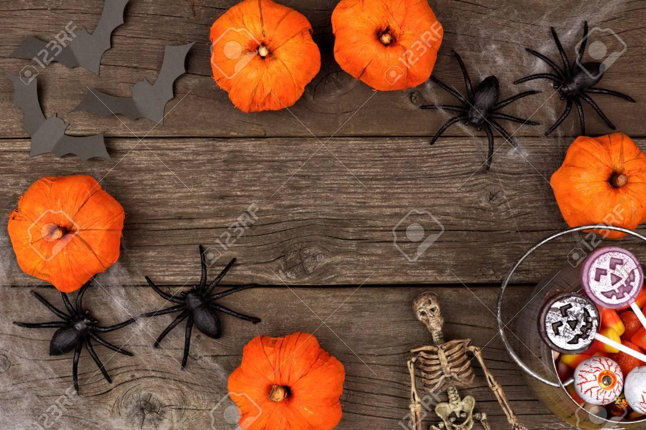 Rustikale Halloween-Rahmen Von Kürbis Dekor, Spinnennetz Und ...