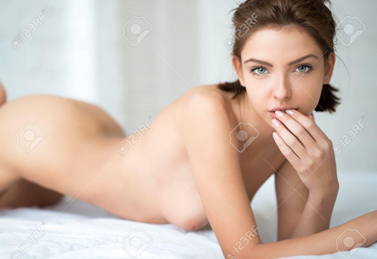 Banque Dimages Sexy Nude Lady Portrait Dune Belle Femme Nue Portrait Erotique De Sexy Nude Lady
