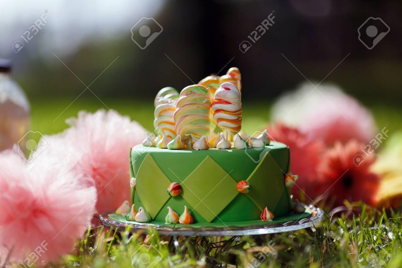 Cupcake Mit Gruner Glasur Und Glucklichen St Pats Tages Auf Ihn