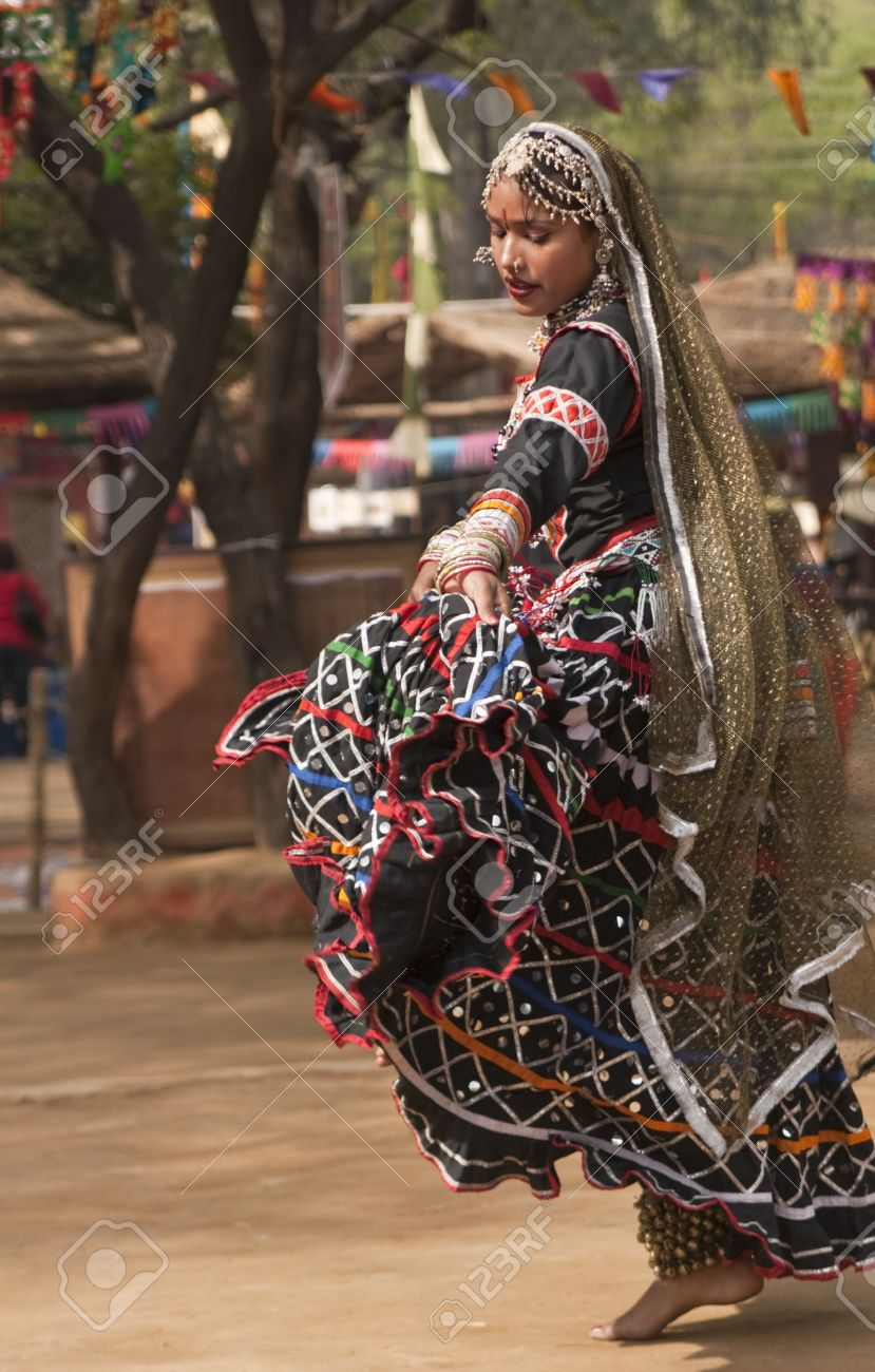 Female kalbelia dancer in traditional tribal dress performing at the annual Sarujkund Fair near Delhi, India Stock Photo - 8477692