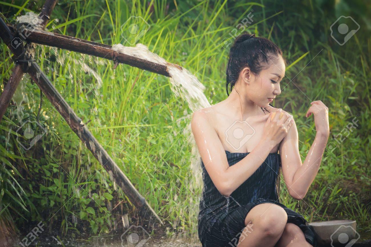 S Bañandose S   Mujer Sexy Banandose En Cascada En El Campo En Asia Fotos Retratos