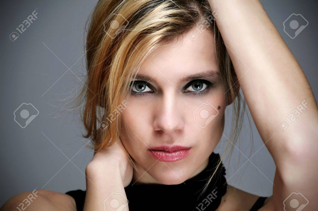 Portrait of beautiful young woman Stock Photo - 13273306