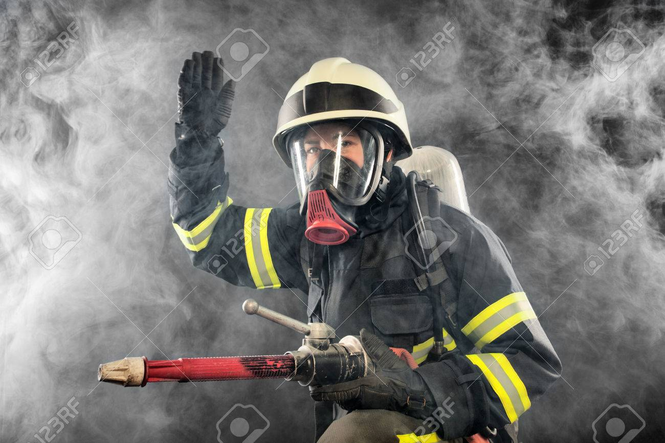 Firefighter giving directions in burning place - 25024984