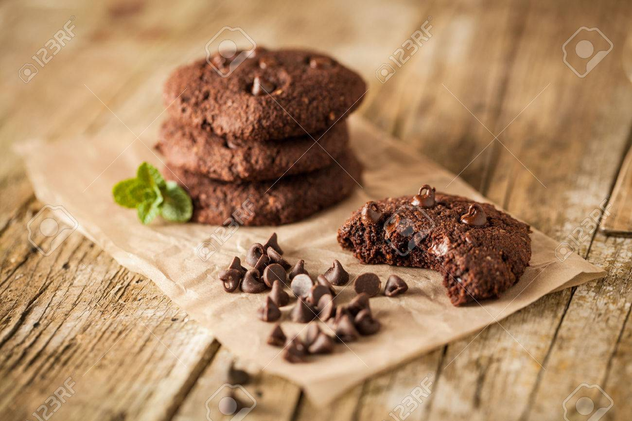 Double chocolate chip cookies with mint - 37054713