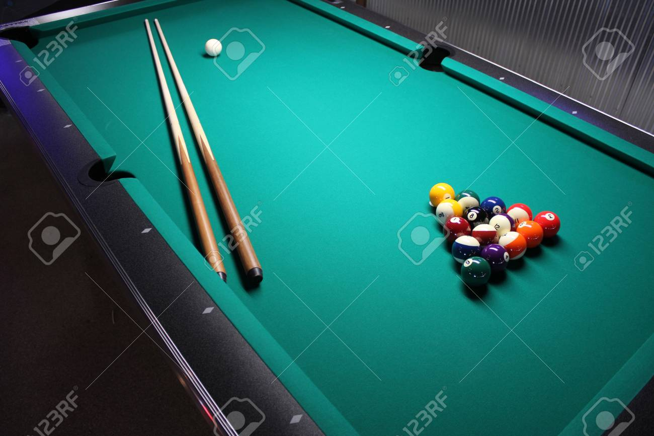 Pool Table A Pool Table Set Up For A Game Stock Photo Picture - How to set up a pool table