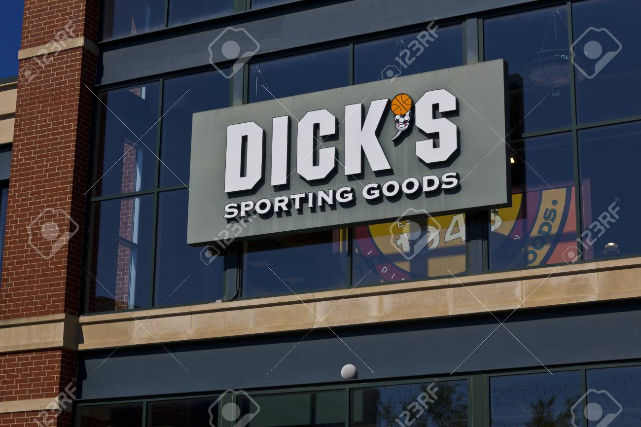 Indianapolis - Circa June 2016: Dick's Sporting Goods Retail..