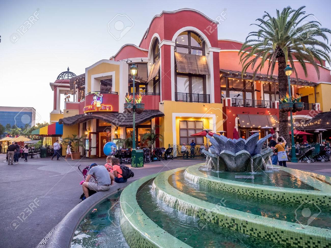 ダウンタウン アナハイム カリフォルニア夜ディズニーのショッピング