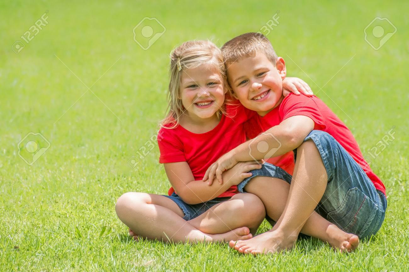 Сестра возбудила своего брата и его друга, Сестра возбудила брата и трахалась с ним - порнофаза 12 фотография