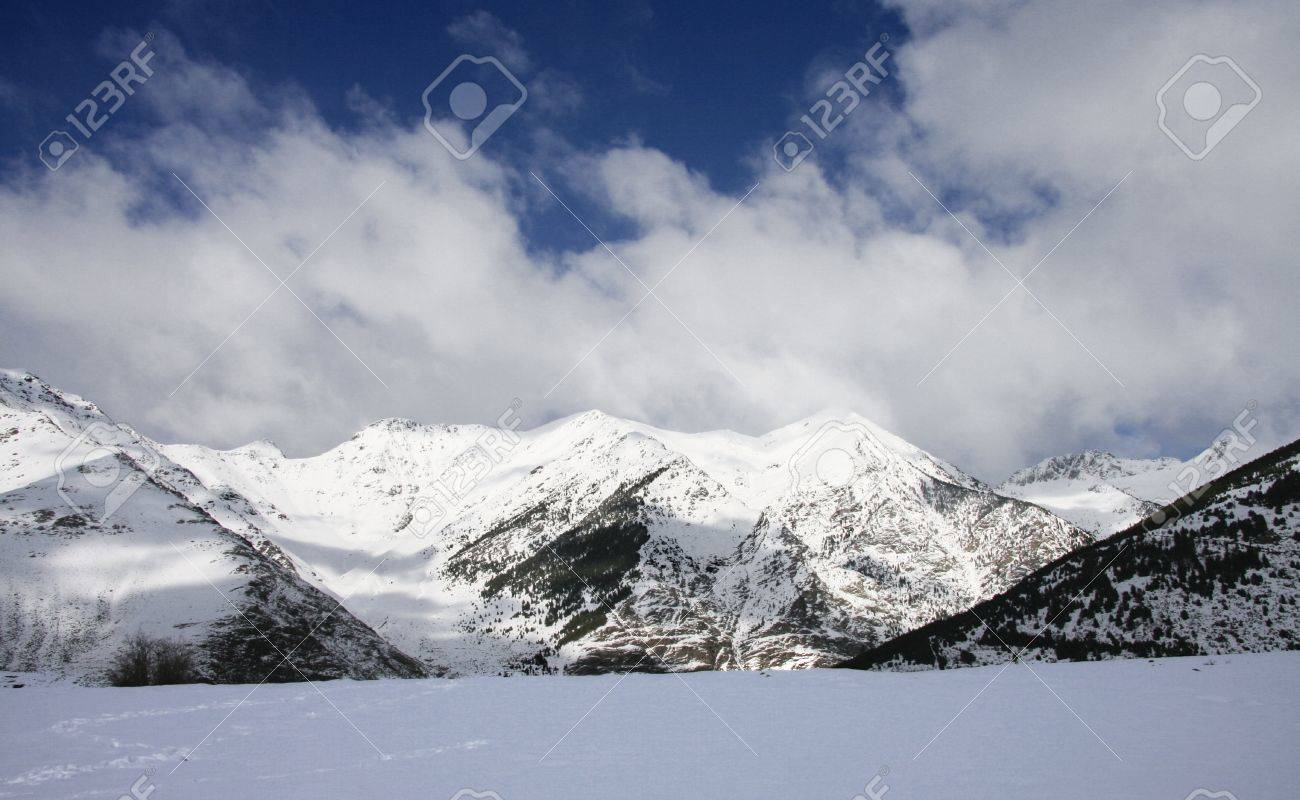 Snowy landscape at Aiguestortes i Estany de Sant Maurici National Park, one of the fourteen Spanish National Parks, the second in the Pyrenees and the only one in Catalonia,  in the Pyrenees Stock Photo - 17067756