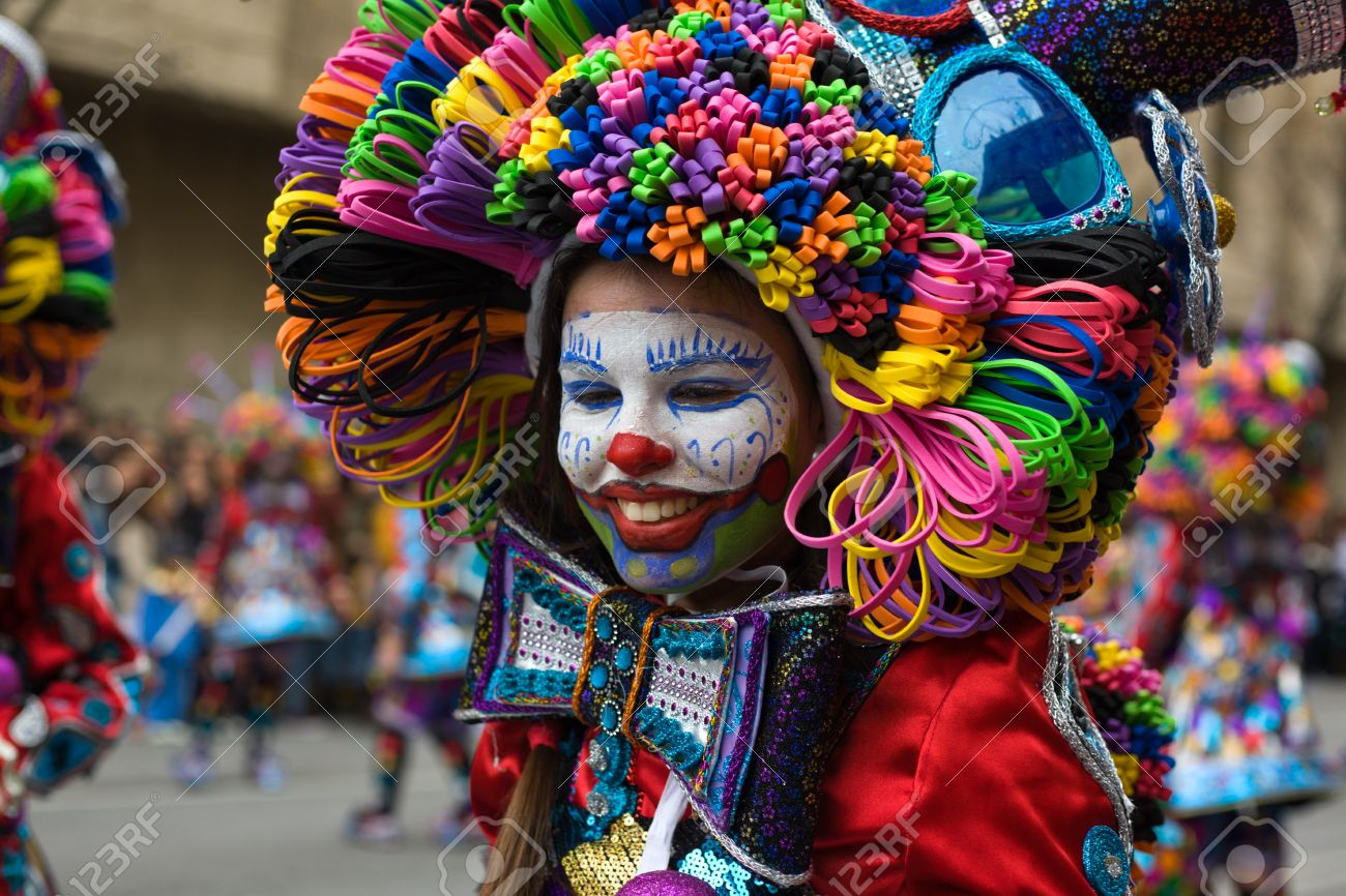 Od suze do osmeha... - Page 10 26434657-badajoz-spain-march-2-performers-dressed-up-like-clowns-take-part-in-the-carnival-parade-of-comparsa