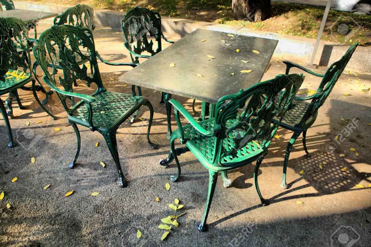 Plancha Muebles De Terraza En El Café De La Calle