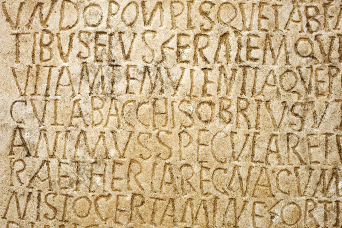 Escritura Latina Grabada En La Lapida Acercamiento