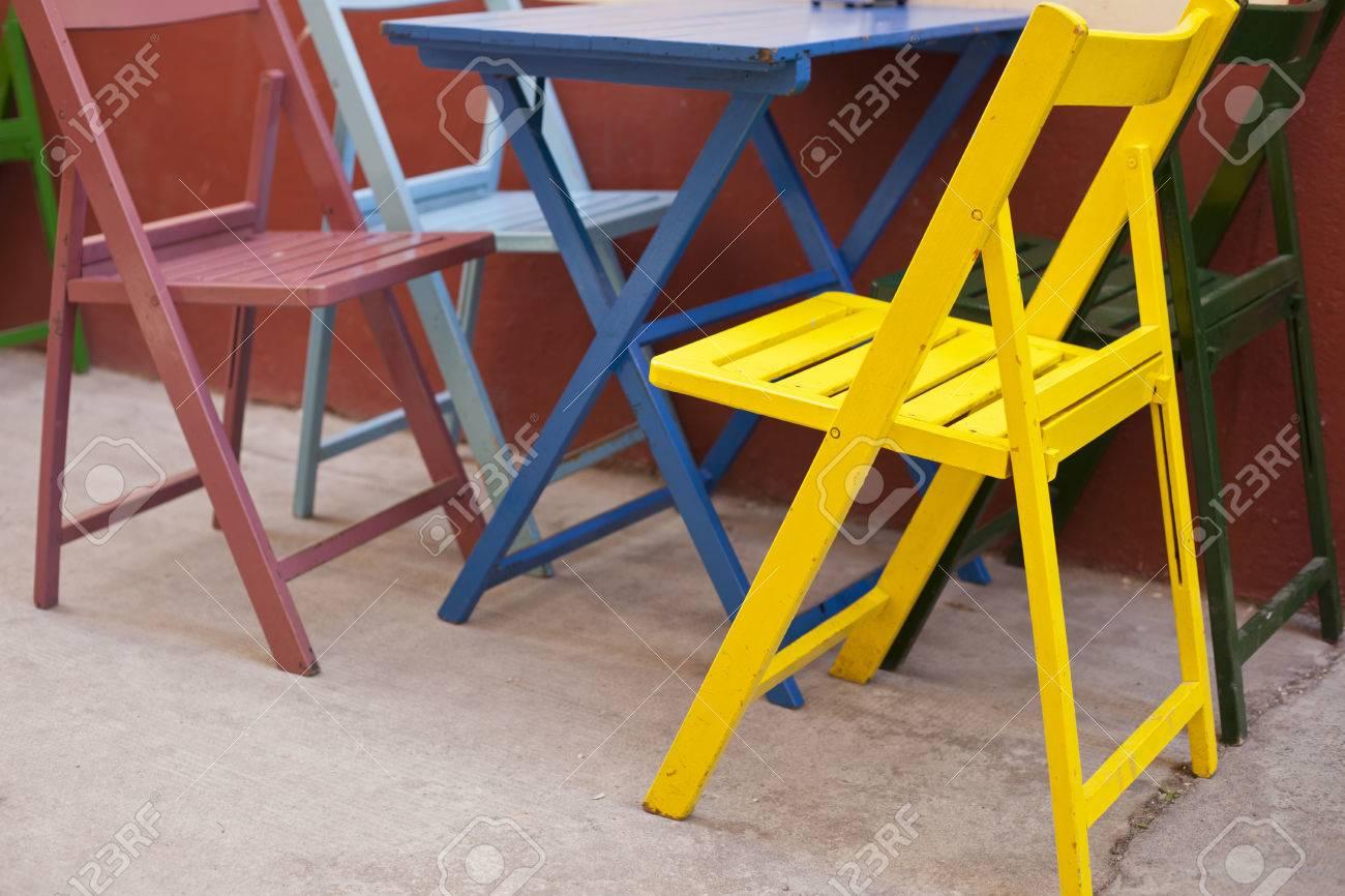 Mehrere Leere Bunte Stuhle Und Tisch Auf Terrasse Mit Bar Badajoz Spanien Lizenzfreie Fotos Bilder Und Stock Fotografie Image 38782746