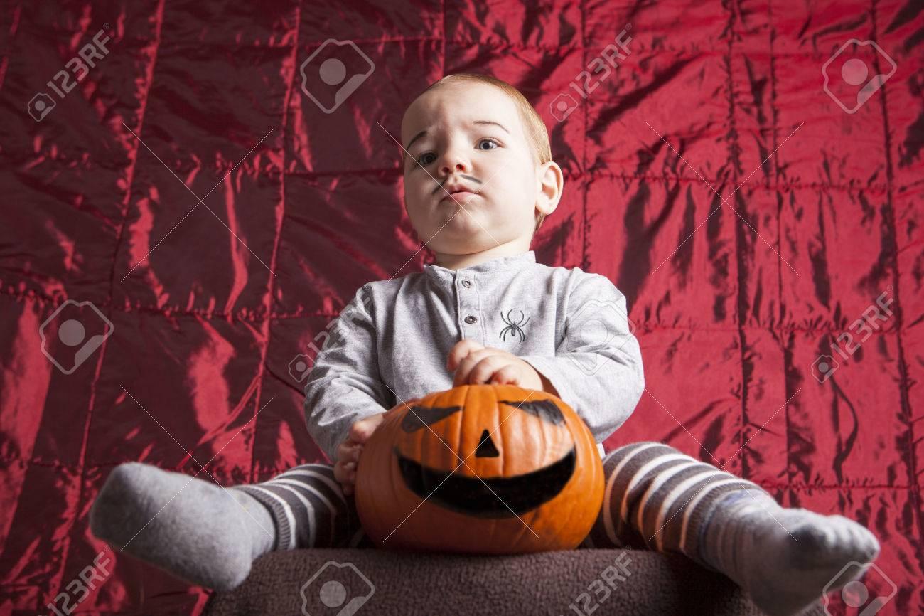 Portrait Eines Kleinen Jungen Verkleiden Sich Für Halloween-Party ...