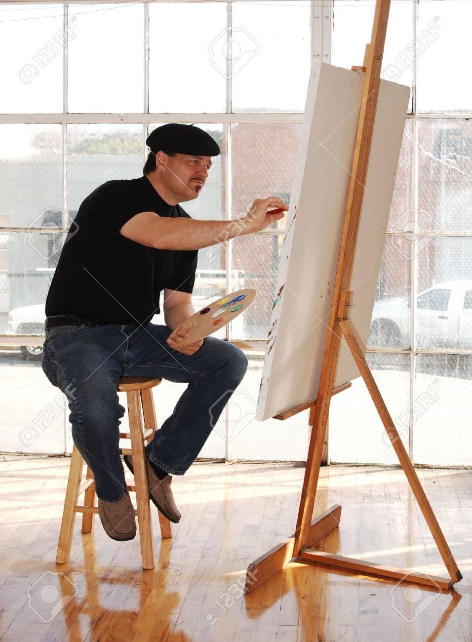 Tenue D Artiste Peintre artiste de peinture sur toile en béret studio de l'usure et la tenue  palette de peinture