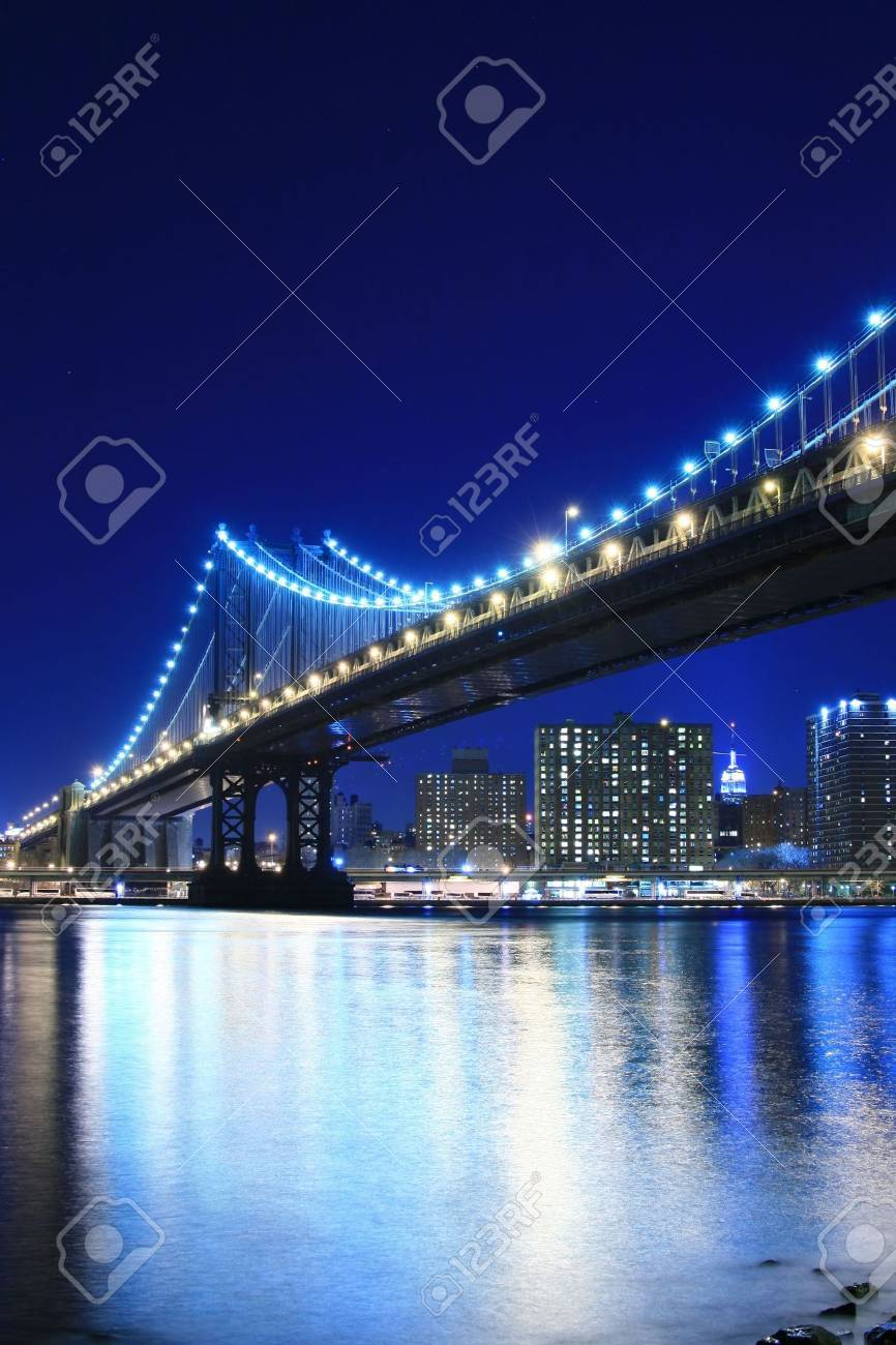 Manhattan Bridge and Manhattan skyline At Night Stock Photo - 888175