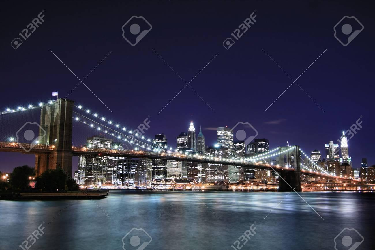 Brooklyn Bridge and Manhattan skyline At Night Stock Photo - 3558171