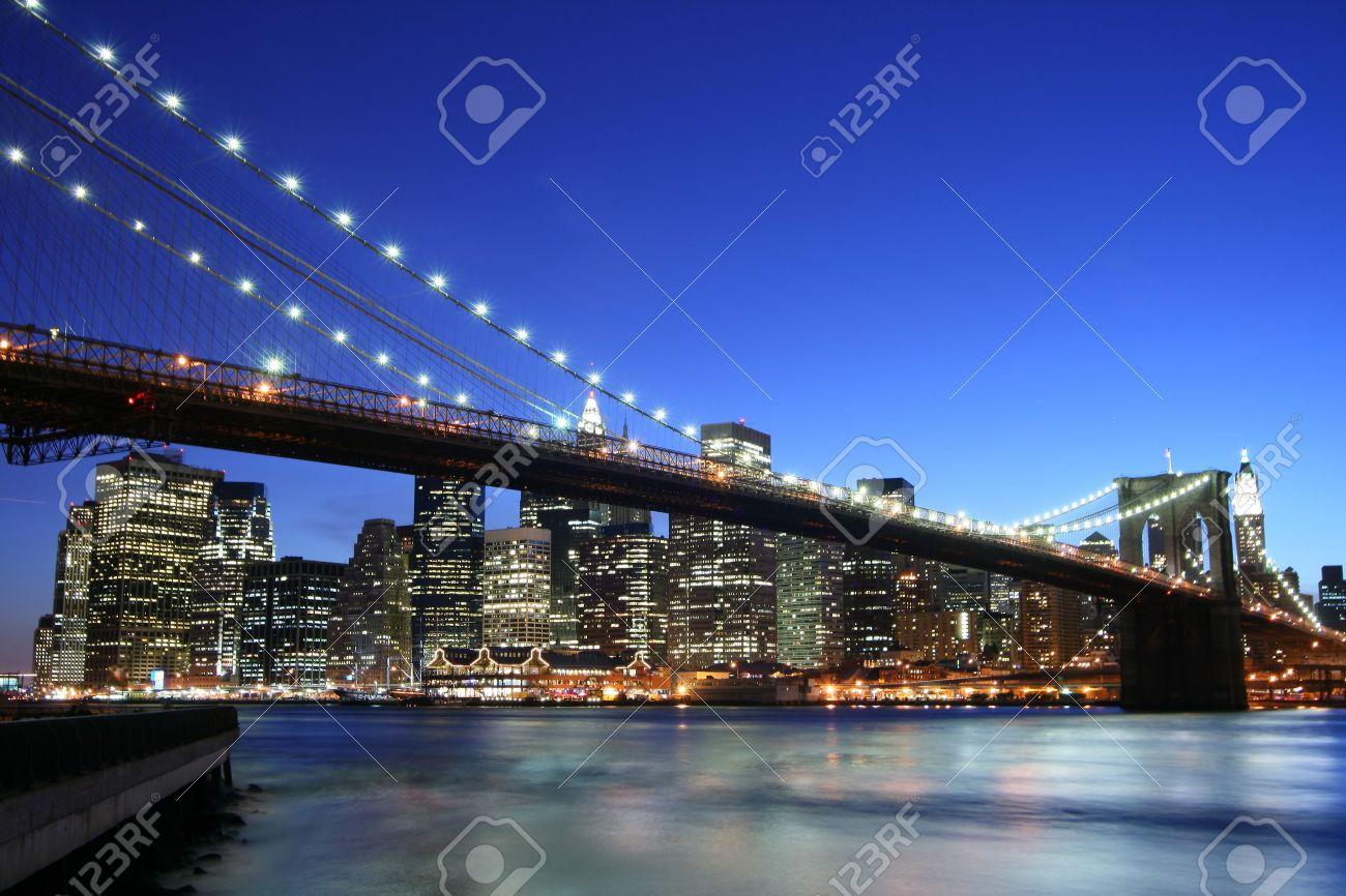 Brooklyn Bridge and Manhattan skyline At Night, New York City Stock Photo - 3641431