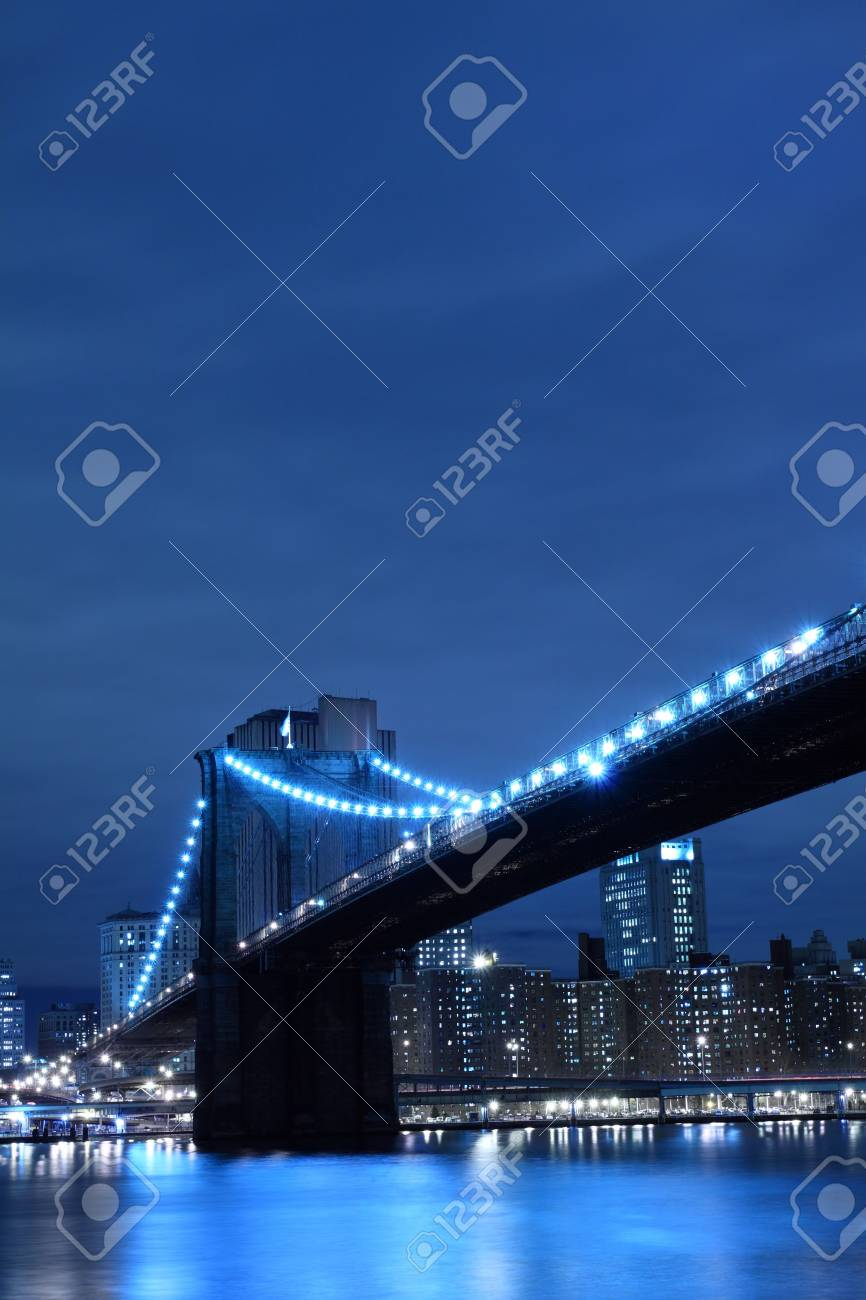 Brooklyn Bridge and Manhattan Skyline At Night, New York City Stock Photo - 6270705