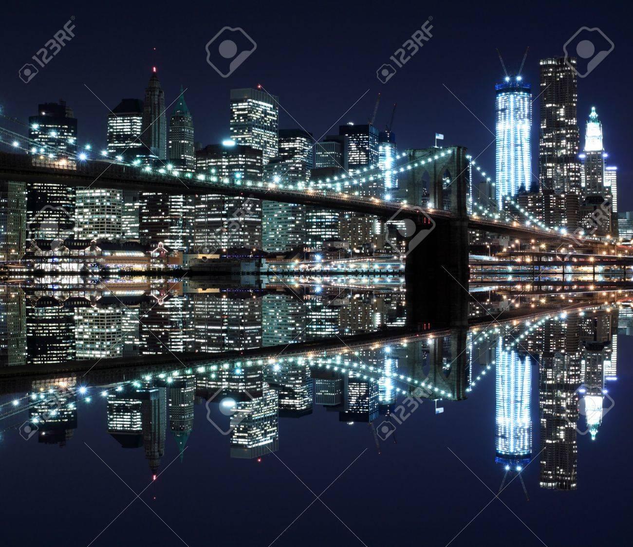 Brooklyn Bridge and Manhattan Skyline At Night, New York City Stock Photo - 12972576