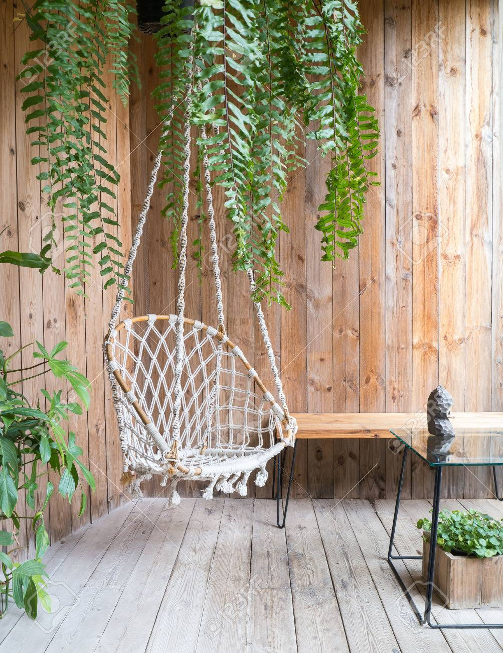 Merveilleux Rope Swing Chair In Relax Zone Garden Stock Photo   67398678
