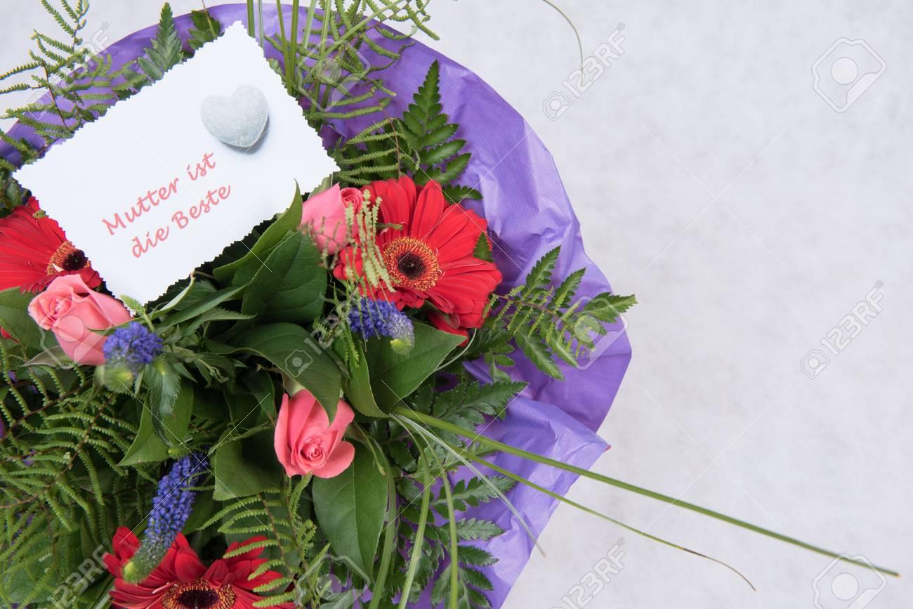 Bouquet De Fleurs Avec Une Carte Mere Est Le Meilleur En Allemand