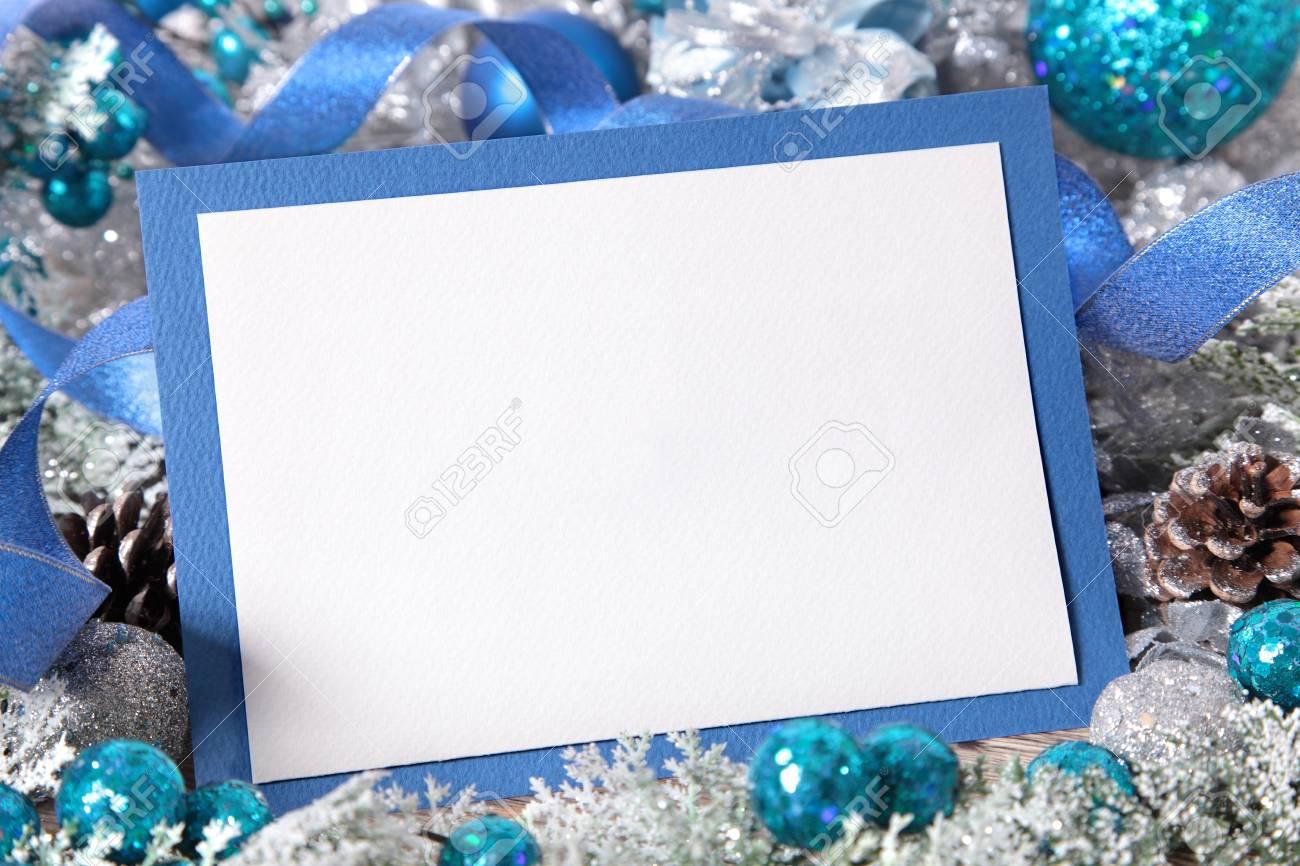 Blank Weihnachtskarte Mit Blauen Umschlag Von Dekorationen Umgeben ...