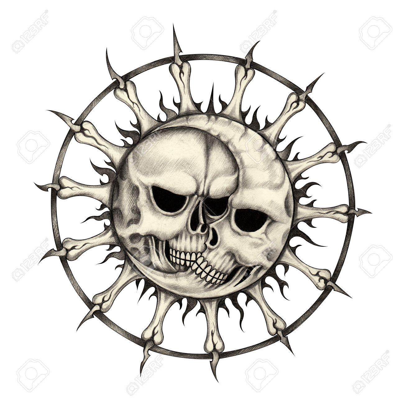Sol Y Luna Cráneo Tattoohand Dibujo A Lápiz Sobre Papel Fotos
