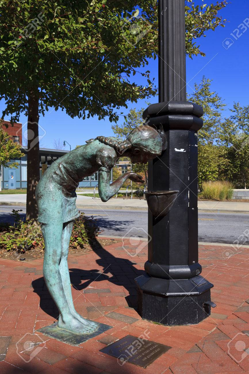 Water fountains with statues - Childhood Statue In Downtown Asheville North Carolina Girl Drinking From Water Fountain Stock Photo