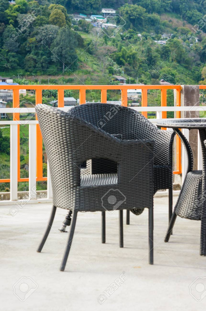 tisch und stühle für balkon
