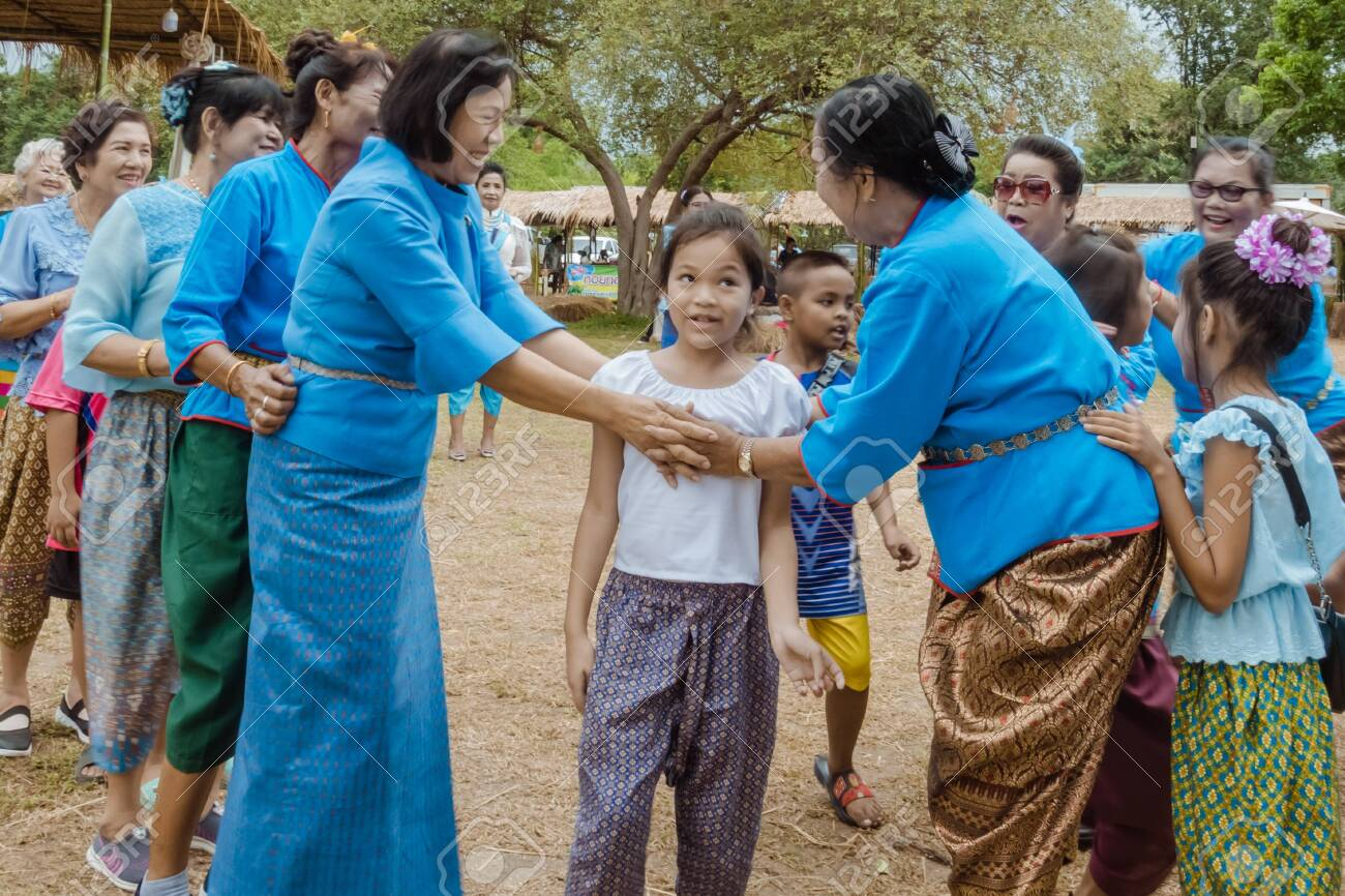"""KANCHANABURI, THAILAND - August 12 : Thai culture's Play """"Ri Ri Khao San"""" playing by trying to catching the last one in the line on street show at local market on august 12,2019 in Kanchanaburi,Thailand. - 138403953"""