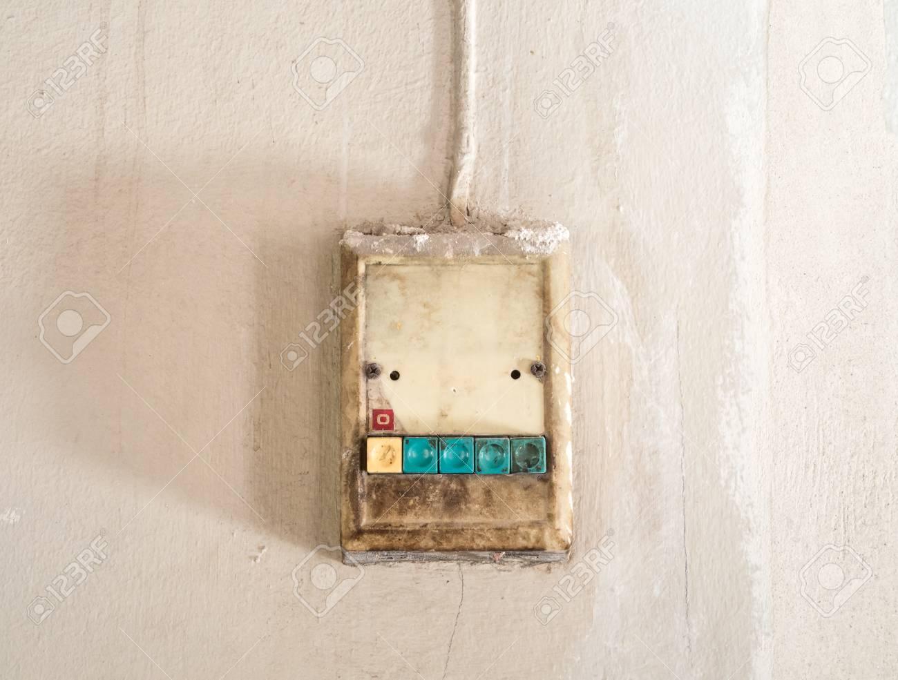 Der Alte Elektrische Schalter Auf Der Welt. Lizenzfreie Fotos ...
