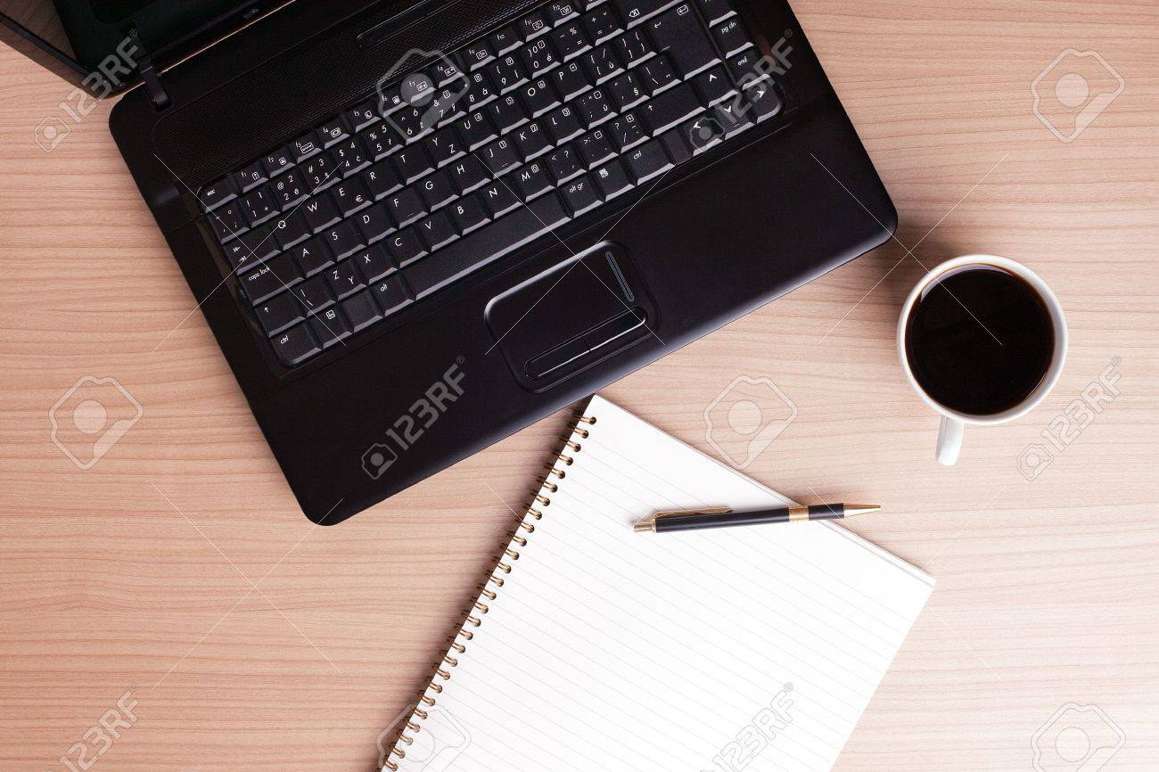 the coffee cup and computer - break in office Stock Photo - 6274111