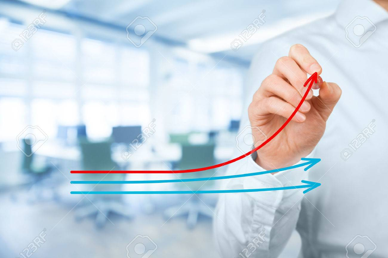 Benchmarking and market leader concept. Manager (businessman, coach, leadership) draw graph with three lines, one of them represent the best company in competition. Banque d'images - 57681320