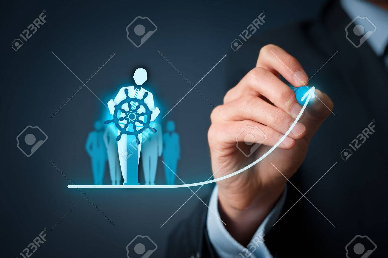 Business improvement and development concept. Captain (symbol of team leader) change direction. Banque d'images - 59226871
