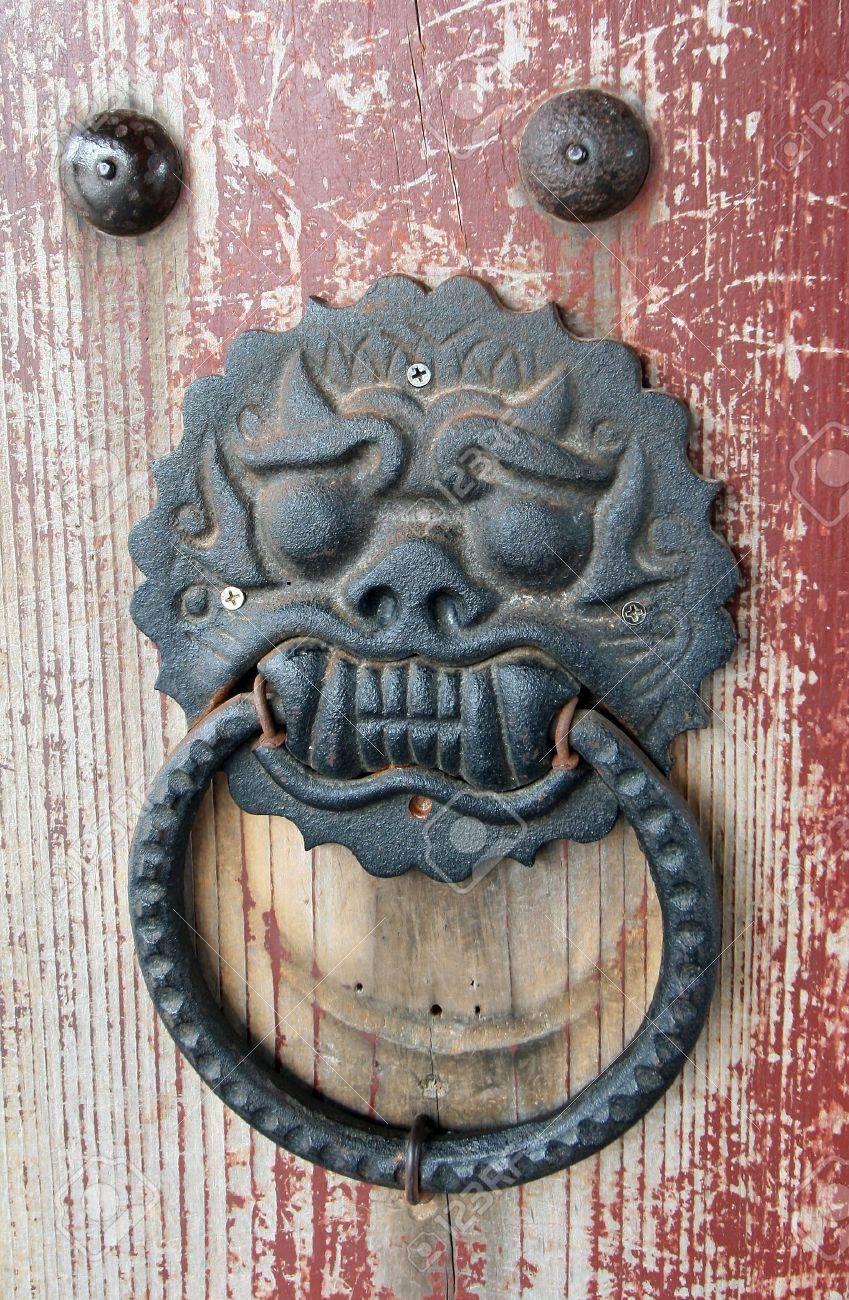 traditional asian temple door handle Stock Photo - 4166875