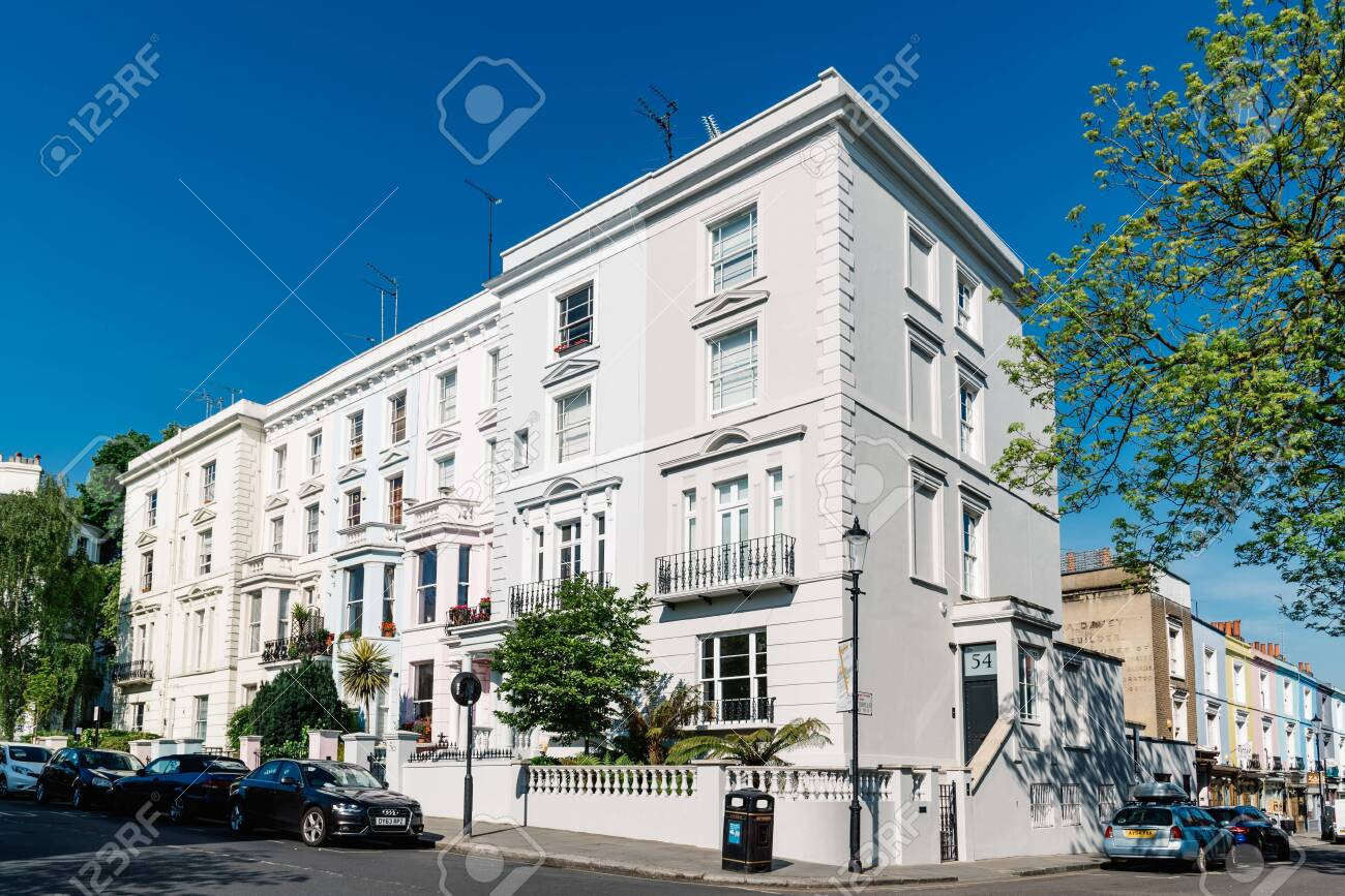 Victorian houses in Notting Hill in London - 128355730