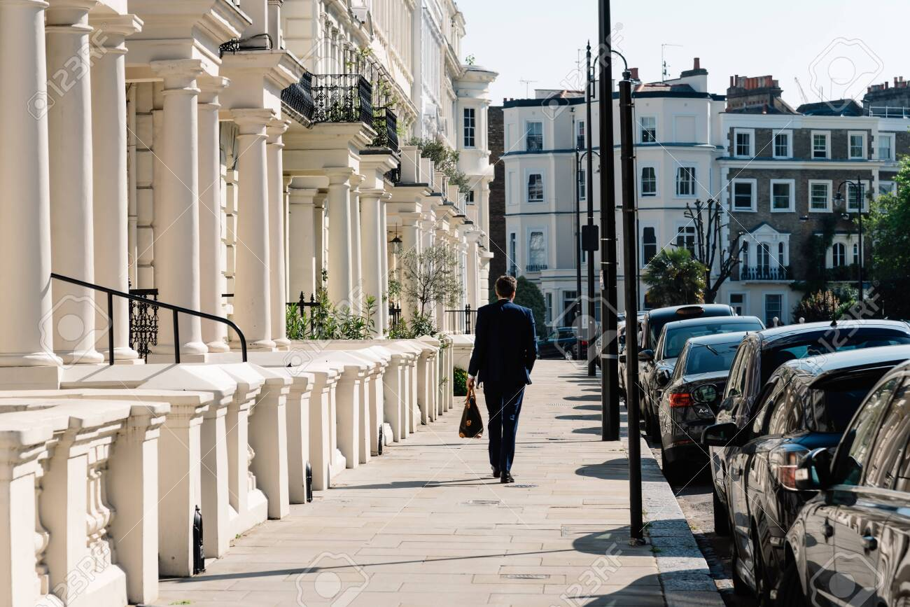 Victorian houses in Notting Hill in London - 128355731