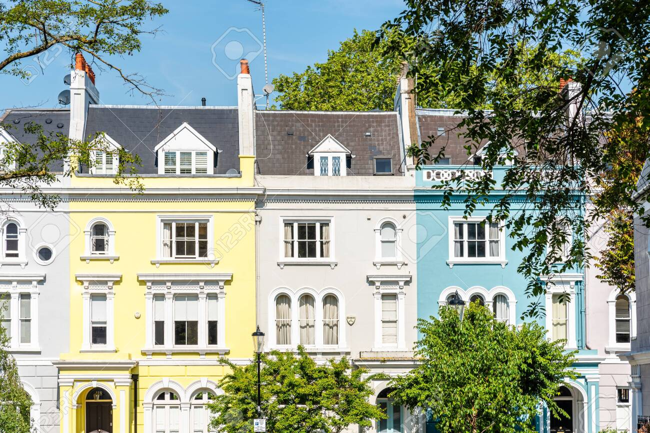 Victorian houses in Notting Hill in London - 125509912