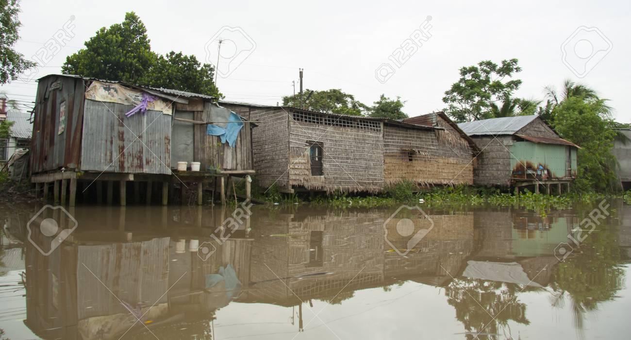 Schön Haus Auf Stelzen Das Beste Von Hölzernen Im Mekong-delta, Can Tho, Vietnam Standard-bild