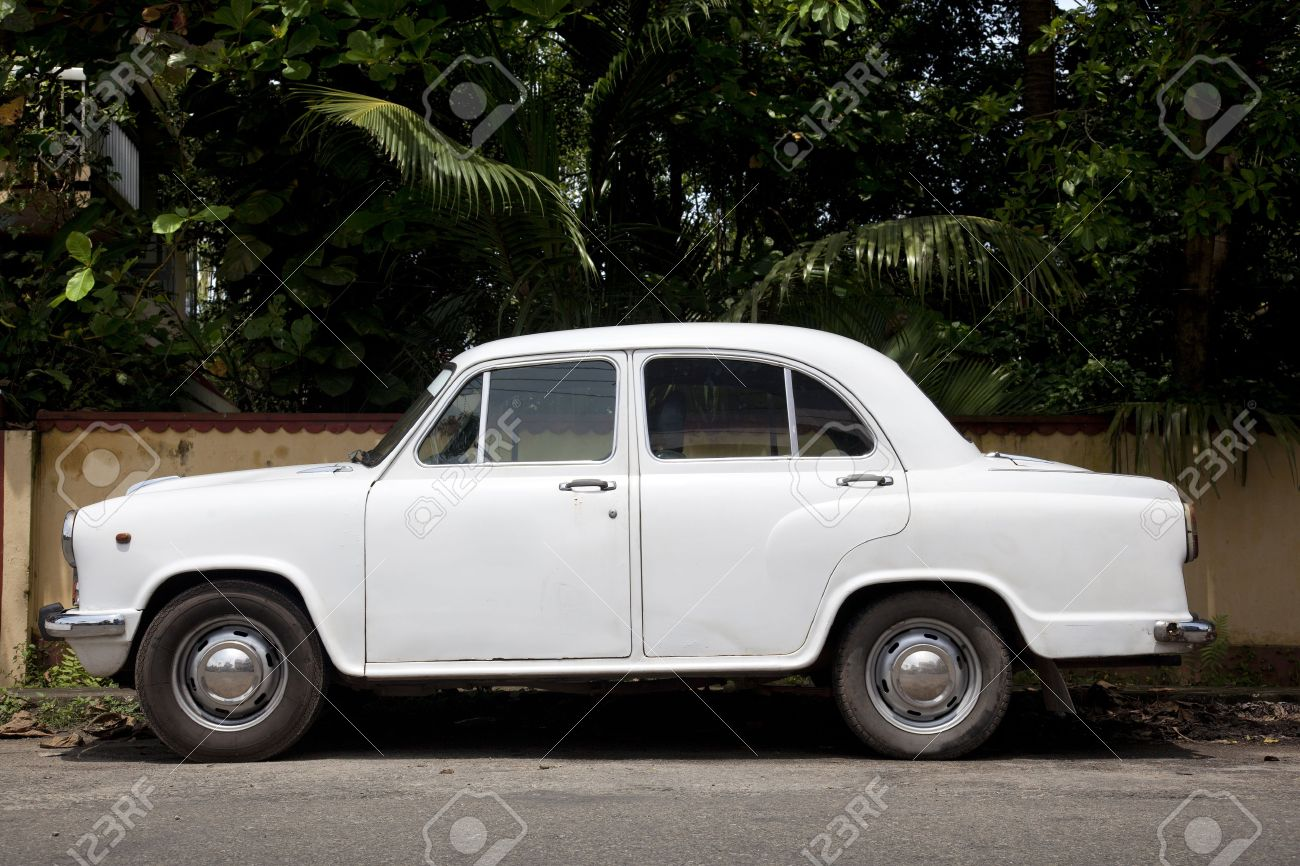 Side of the car more typical of India. The Hindustan Ambassador - 16454962