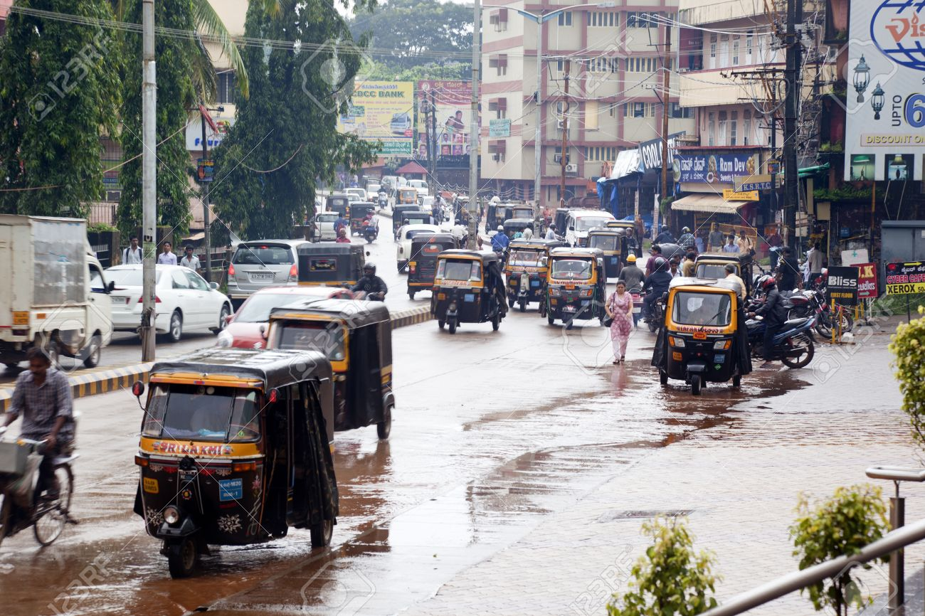 Mangalore, India - The Traffic On The Streets Of Mangalore Is A Big Mess  Taxis, Mopeds And Pedestrians Cross Without Any Order For A Principal  Avenue Of Mangalore Stock Photo, Picture And