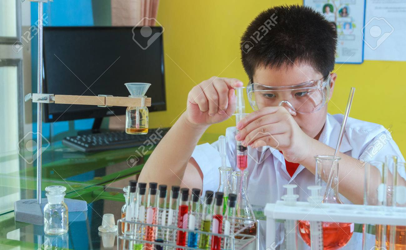 Boy doing science experiment, science Education and selective focus. Stock Photo - 56475065