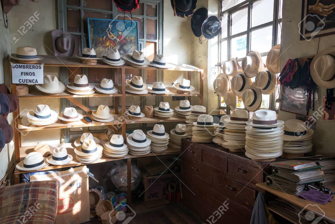 Foto de archivo - Tienda de venta de sombreros de Panamá en Cuenca aee3ef66433